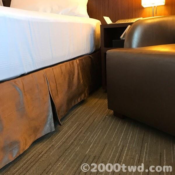 ベッドの高さはやや高め