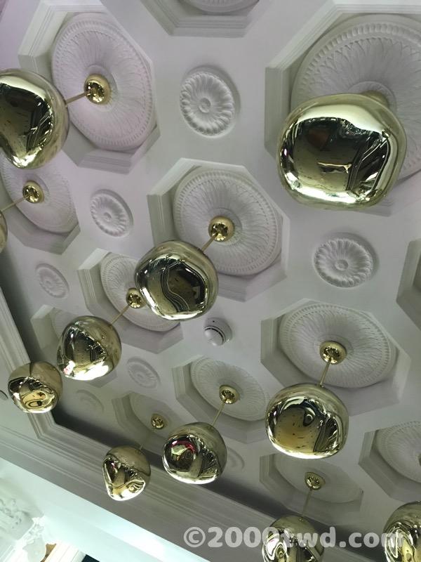 エレベーターホールの天井照明