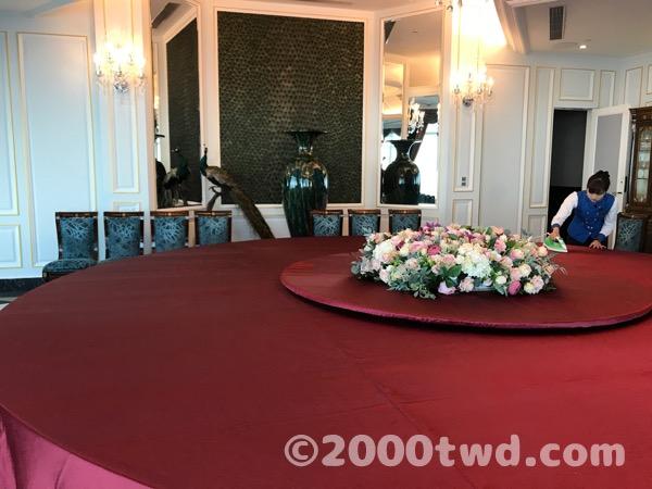 台北廳の巨大テーブル
