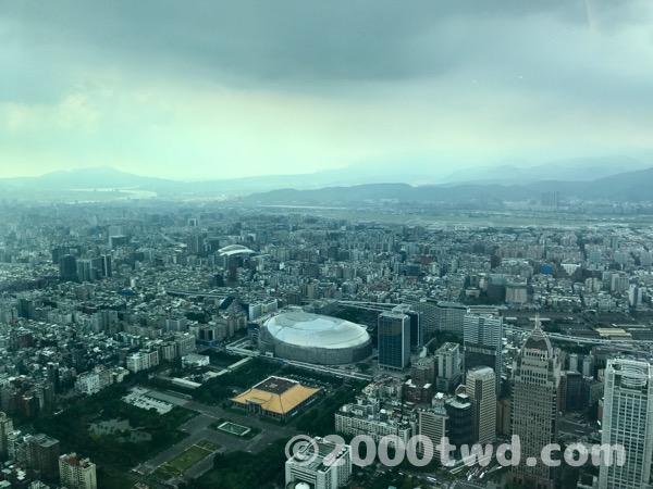国父記念館と建設中の台北ドー