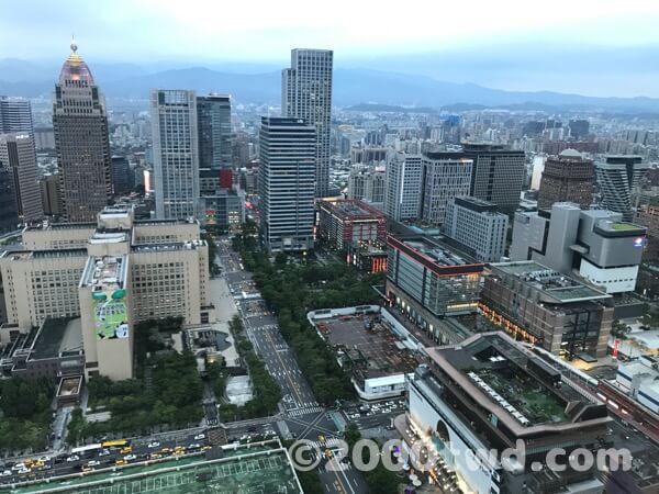 35階から見た信義地区のショッピングエリア