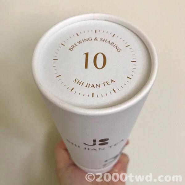 紙缶パッケージと中のお茶