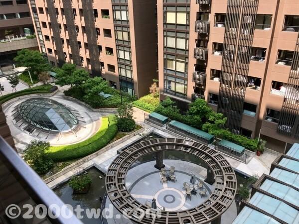 台北ビューティフルアパートメント中庭
