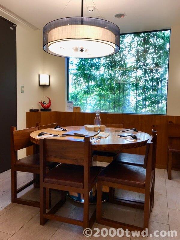 6人で座れる丸テーブル