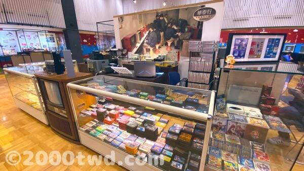 ゲームカセットやハードの販売コーナー