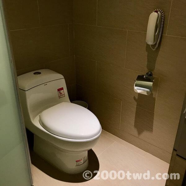 トイレは乾湿分離タイプ